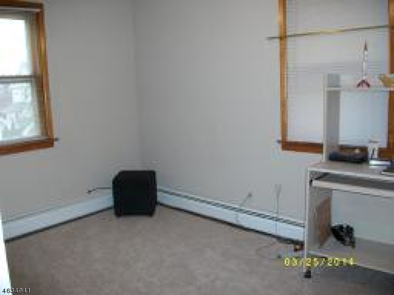 Additional photo for property listing at 413 Faitoute Avenue  Roselle Park, 新泽西州 07204 美国