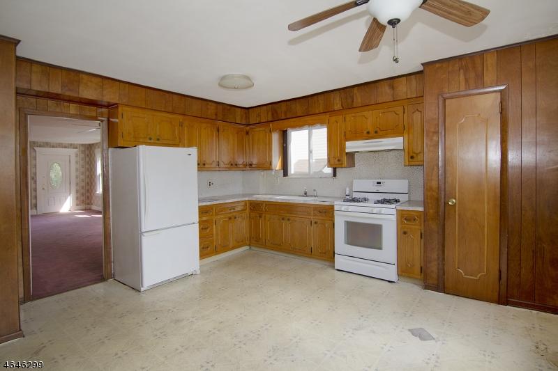 Additional photo for property listing at 83 Wilber Street  Belleville, Нью-Джерси 07109 Соединенные Штаты