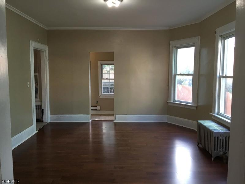 Частный односемейный дом для того Продажа на 129-131 N 7TH Street Paterson, Нью-Джерси 07522 Соединенные Штаты