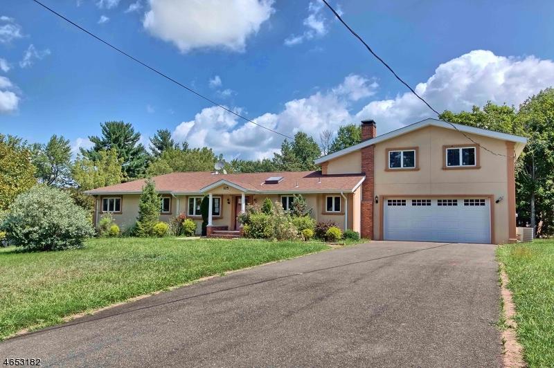 独户住宅 为 销售 在 105 LEHMAN Lane Neshanic Station, 新泽西州 08853 美国