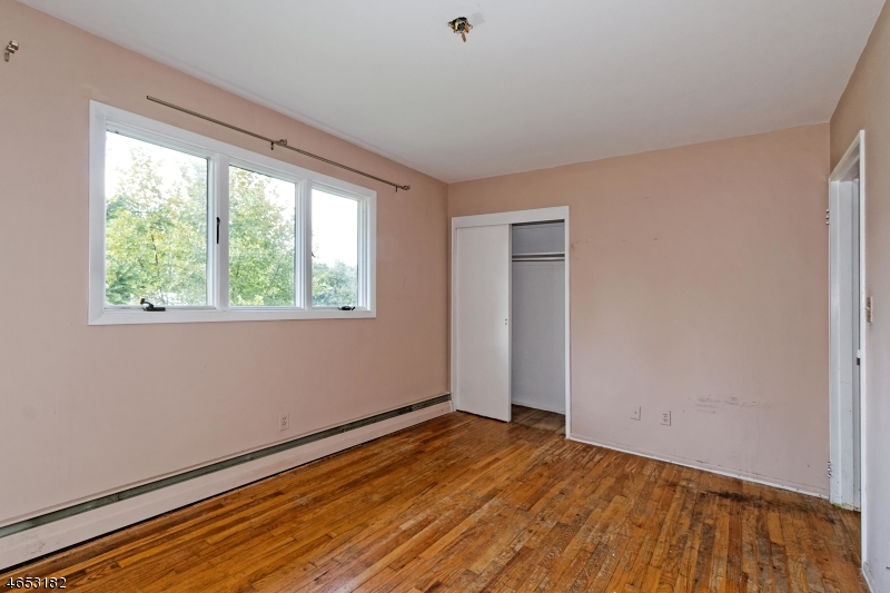 Additional photo for property listing at 105 LEHMAN Lane  Neshanic Station, New Jersey 08853 États-Unis