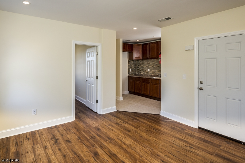 Additional photo for property listing at 40 E 19th Street  Linden, New Jersey 07036 États-Unis