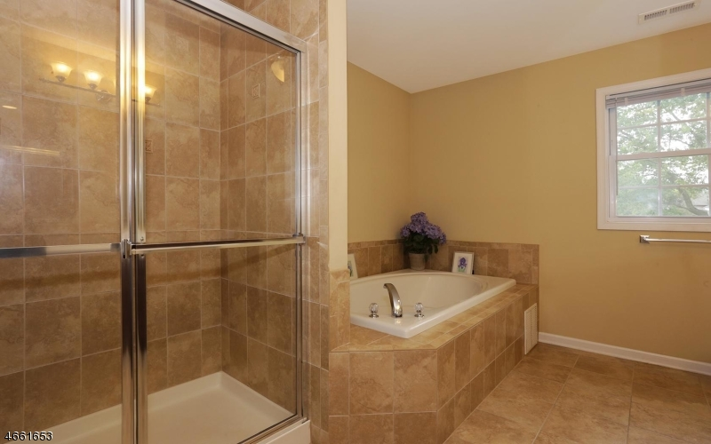 Additional photo for property listing at 4 Sloan Court  Bridgewater, New Jersey 08807 United States