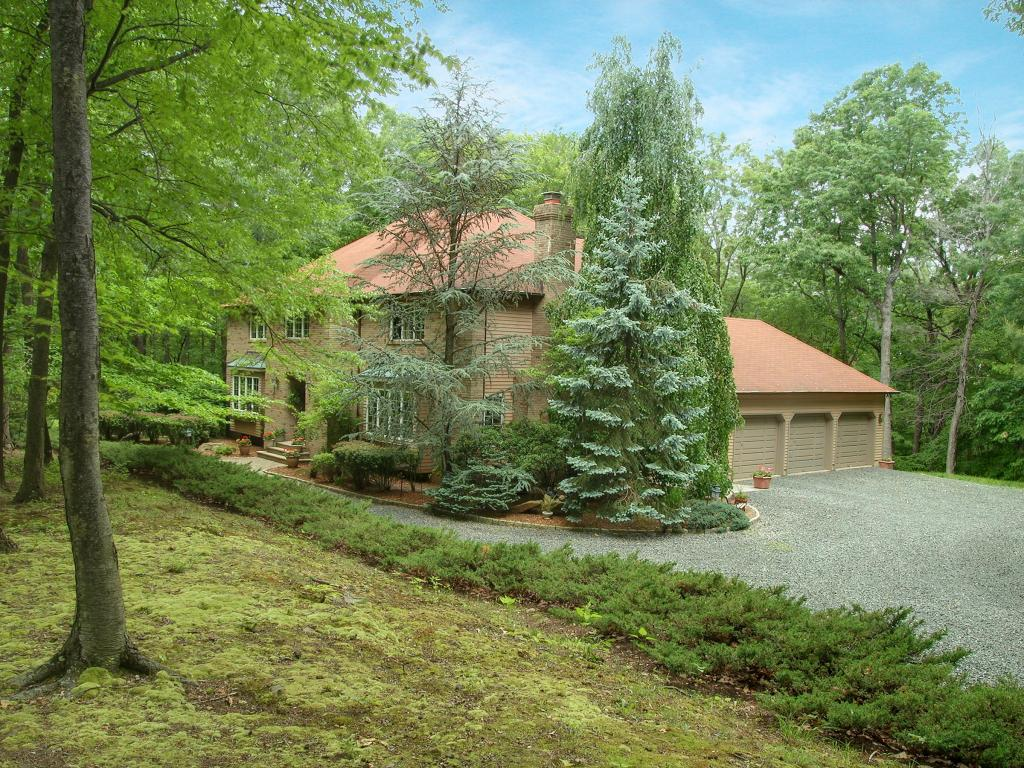 Additional photo for property listing at 102 Old Driftway Lane  Lebanon, New Jersey 08833 United States