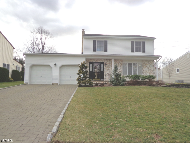Maison unifamiliale pour l Vente à 66 Livingston Avenue Cranford, New Jersey 07016 États-Unis