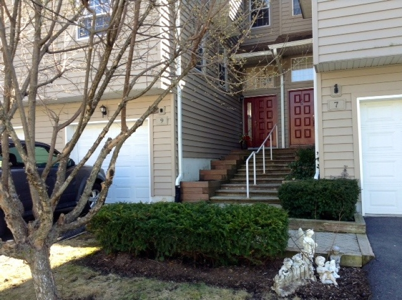 Maison unifamiliale pour l à louer à 9 Rhea Run Hampton, New Jersey 07860 États-Unis