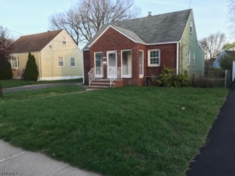 Частный односемейный дом для того Аренда на 17-16 MORLOT AVE 1X Fair Lawn, Нью-Джерси 07410 Соединенные Штаты