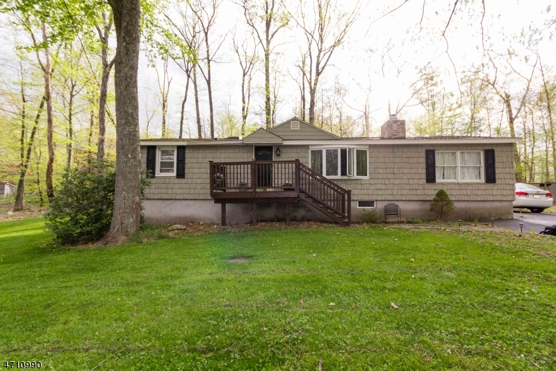 Частный односемейный дом для того Продажа на 903 Crandon Lake Dr W Stillwater, Нью-Джерси 07860 Соединенные Штаты