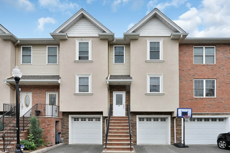 Частный односемейный дом для того Аренда на 37 Michael Lane Wallington, Нью-Джерси 07057 Соединенные Штаты