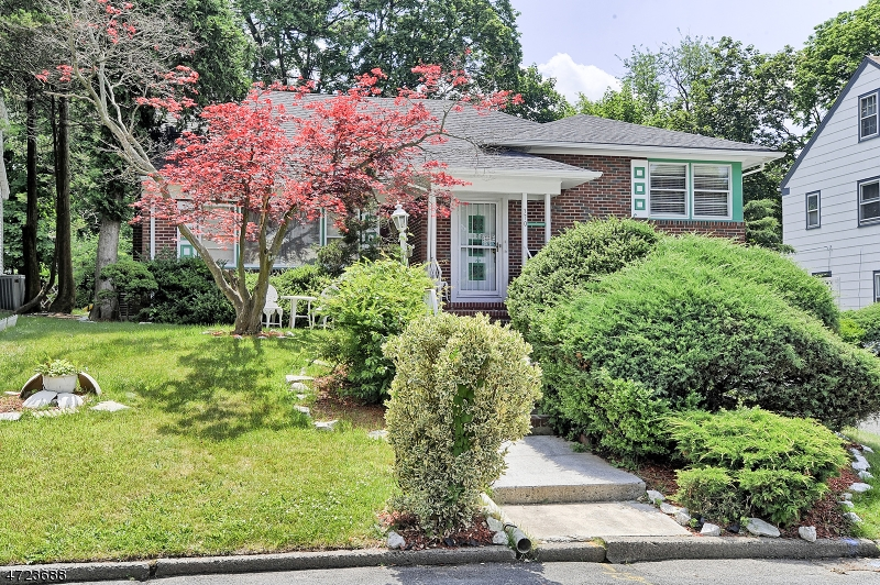 Single Family Home for Sale at 370 Berkeley Road Orange, New Jersey 07050 United States