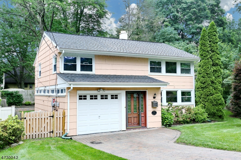 Single Family Home for Sale at 74 Donald Place Waldwick, New Jersey 07463 United States