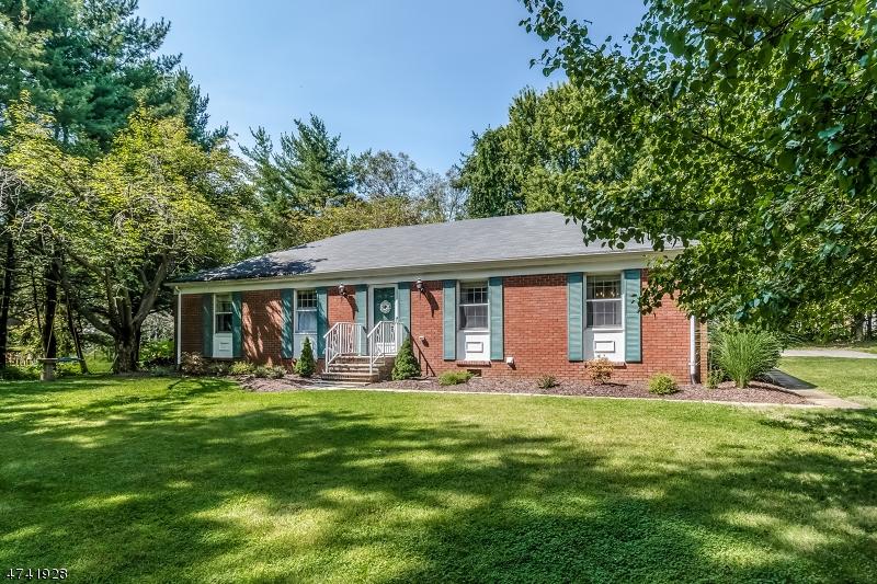 独户住宅 为 销售 在 11 Lime Rock Lane Califon, 新泽西州 07830 美国