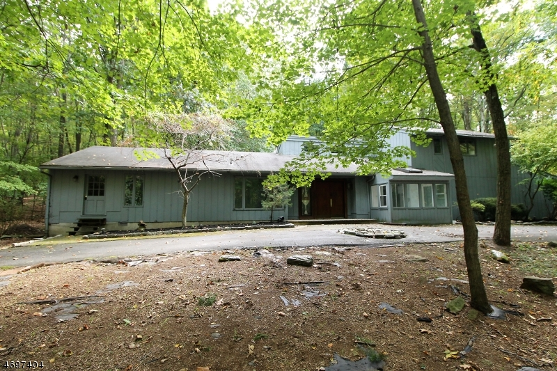 Single Family Home for Sale at 61 Frog Hollow Road 61 Frog Hollow Road Tewksbury Township, New Jersey 07830 United States