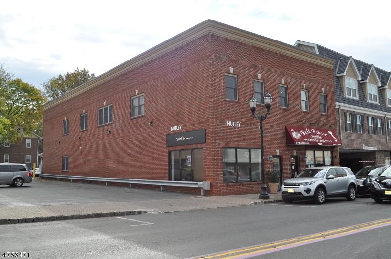 Casa Unifamiliar por un Alquiler en 196 Franklin Avenue Nutley, Nueva Jersey 07110 Estados Unidos