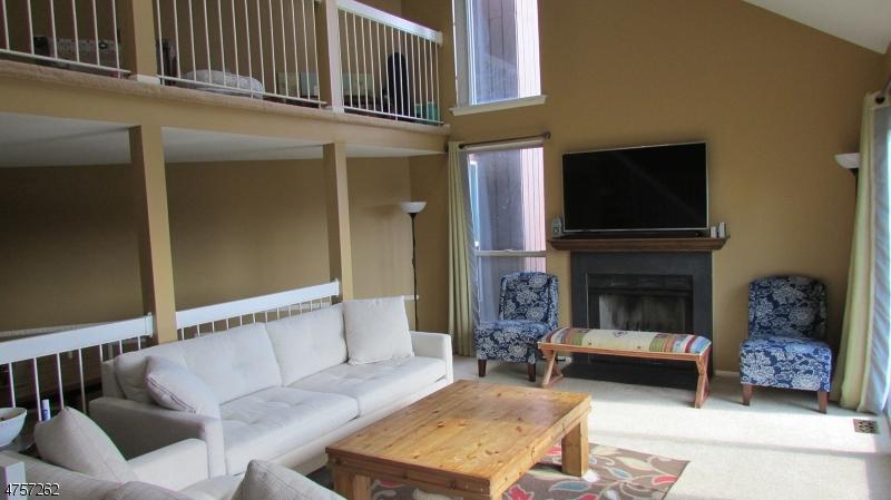 Maison unifamiliale pour l à louer à 4411 BLOOMINGDALE Drive Hillsborough, New Jersey 08844 États-Unis