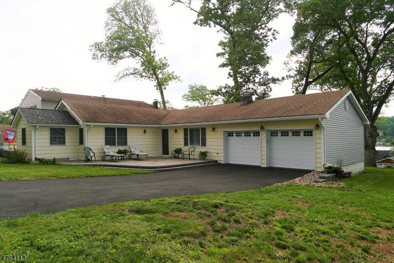 Частный односемейный дом для того Продажа на 11 Willow Street Mount Arlington, Нью-Джерси 07856 Соединенные Штаты