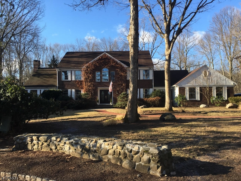 Single Family Home for Sale at 4 Carriage Lane Ramsey, New Jersey 07446 United States
