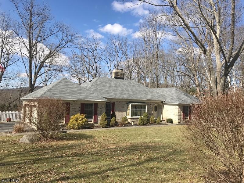 Частный односемейный дом для того Продажа на 7 Tamarack Road White Township, Нью-Джерси 07823 Соединенные Штаты