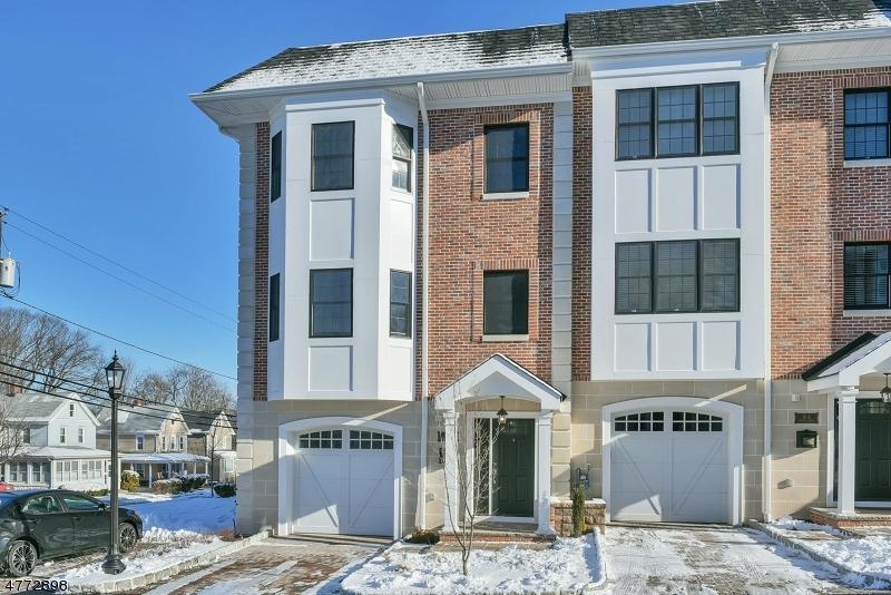 Condo / Townhouse pour l Vente à 4 CENTRAL Avenue Caldwell, New Jersey 07006 États-Unis