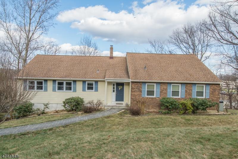 Casa Unifamiliar por un Venta en 113 SUN VALLEY WAY Morris Plains, Nueva Jersey 07950 Estados Unidos