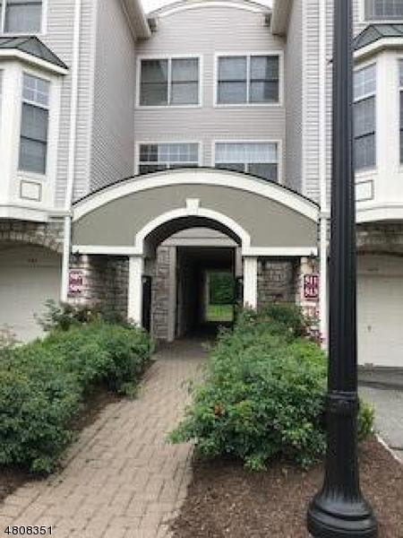 Condominio/ Casa de pueblo por un Alquiler en 513 REGAL BLVD Livingston, Nueva Jersey 07039 Estados Unidos