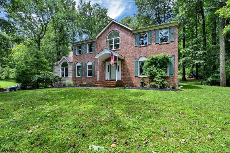 Nhà ở một gia đình vì Bán tại 2 MICHAELS Court Asbury, New Jersey 08802 Hoa Kỳ