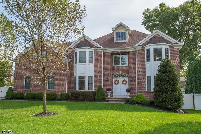 Tek Ailelik Ev için Satış at 11 NALESNIK Drive Fairfield, New Jersey 07004 Amerika Birleşik Devletleri