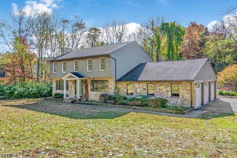 Частный односемейный дом для того Продажа на 17 Beechwood Road White Township, Нью-Джерси 07823 Соединенные Штаты