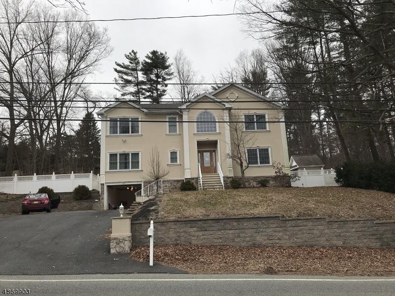 Maison unifamiliale pour l Vente à 907 UNION VALLEY Road West Milford, New Jersey 07480 États-Unis