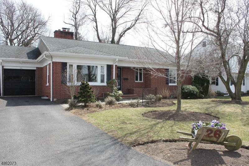 Частный односемейный дом для того Продажа на Address Not Available Caldwell, Нью-Джерси 07006 Соединенные Штаты