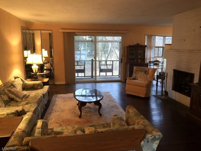 Single Family Homes pour l Vente à Hillsdale, New Jersey 07642 États-Unis