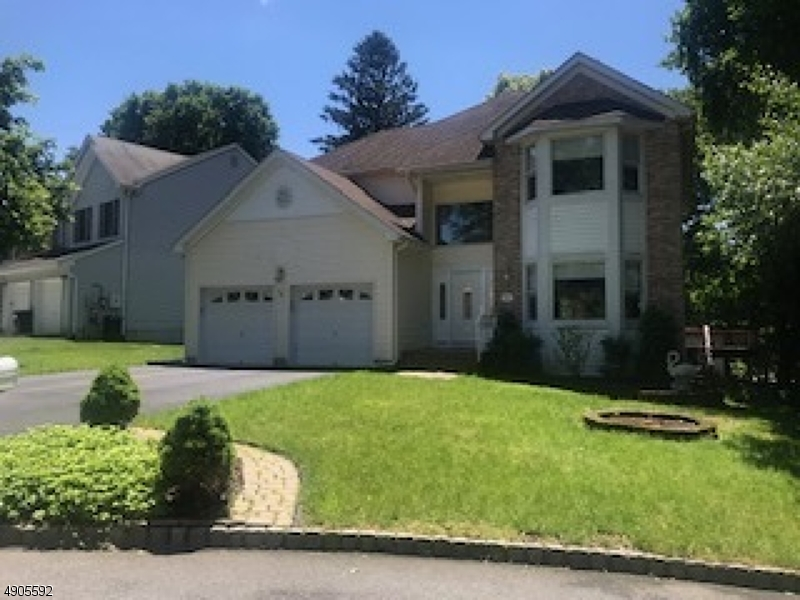 Single Family Homes pour l Vente à Morris Plains, New Jersey 07950 États-Unis