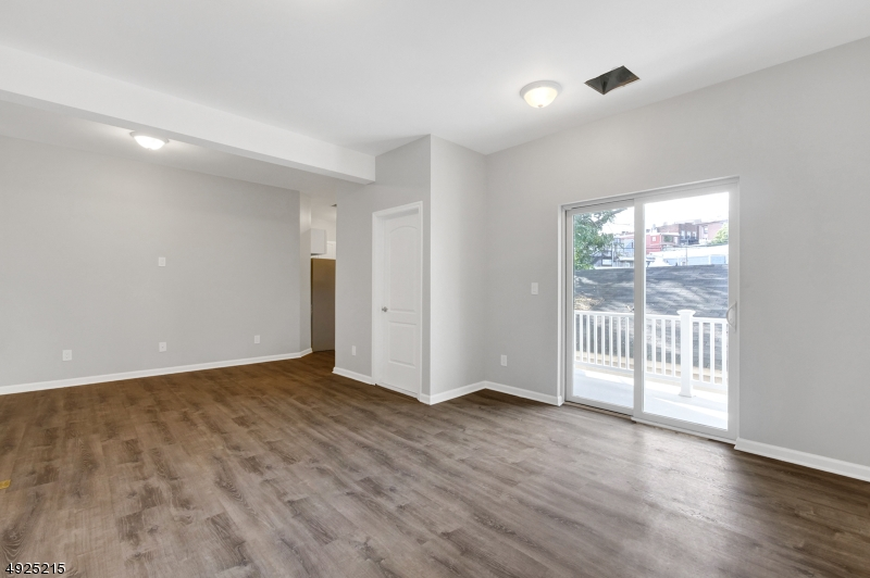 Additional photo for property listing at  Montclair, ニュージャージー 07042 アメリカ