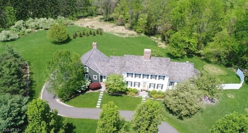 Single Family Homes por un Venta en 7 BARBERRY ROW Chester, Nueva Jersey 07930 Estados Unidos