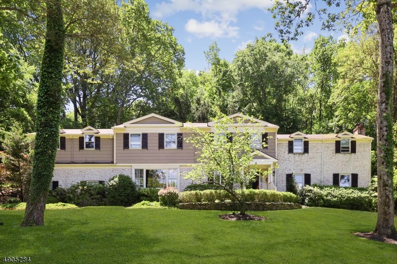 Single Family Homes для того Продажа на Essex Fells, Нью-Джерси 07021 Соединенные Штаты