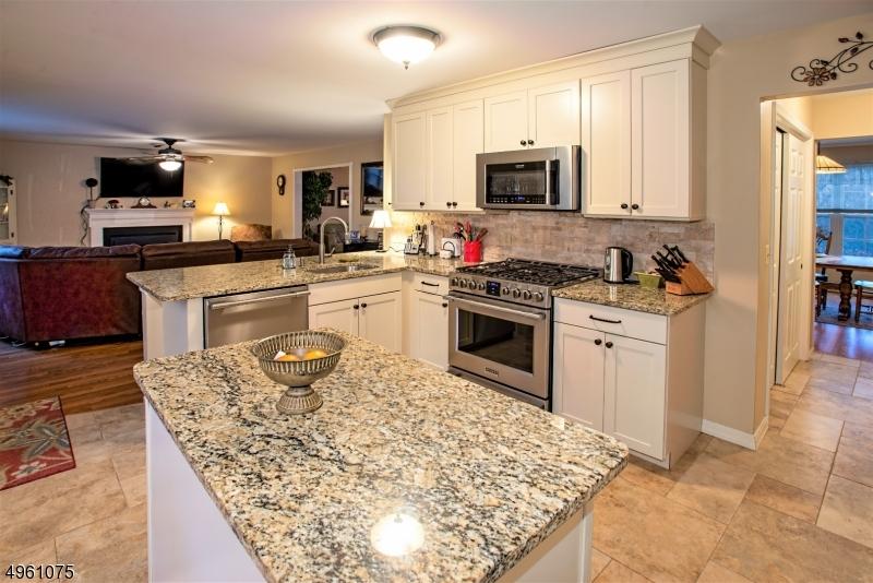Single Family Homes для того Продажа на Mansfield, Нью-Джерси 07840 Соединенные Штаты