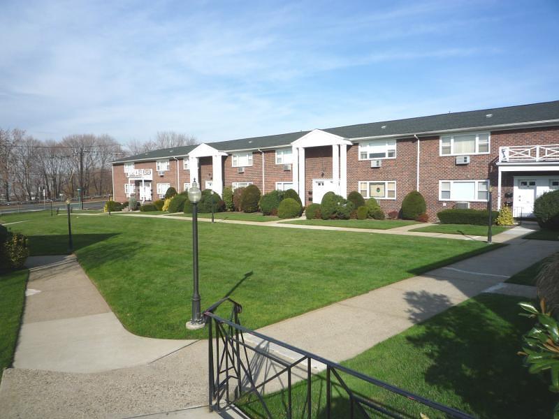 Condo / Townhouse voor Verkoop op Fairview, New Jersey 07022 Verenigde Staten