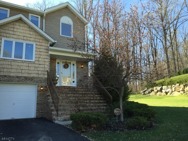 Single Family Home for Sale at 70 Edgefield Drive Morris Plains, New Jersey 07950 United States