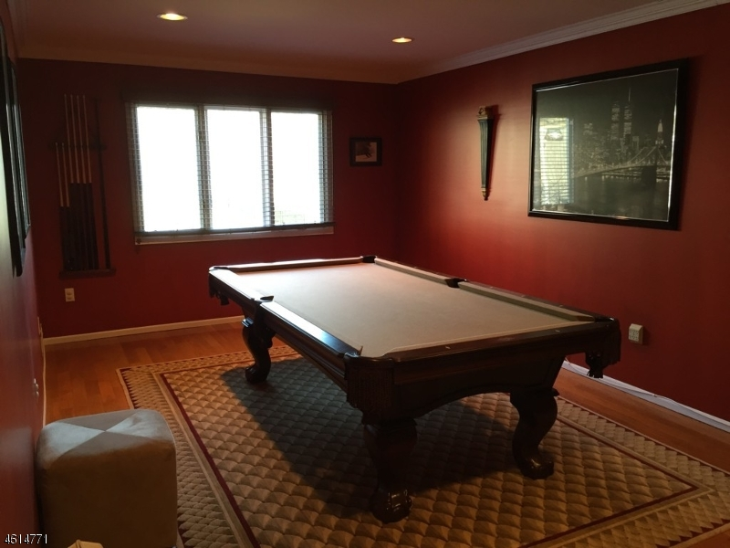 Additional photo for property listing at 70 Edgefield Drive  Morris Plains, New Jersey 07950 United States