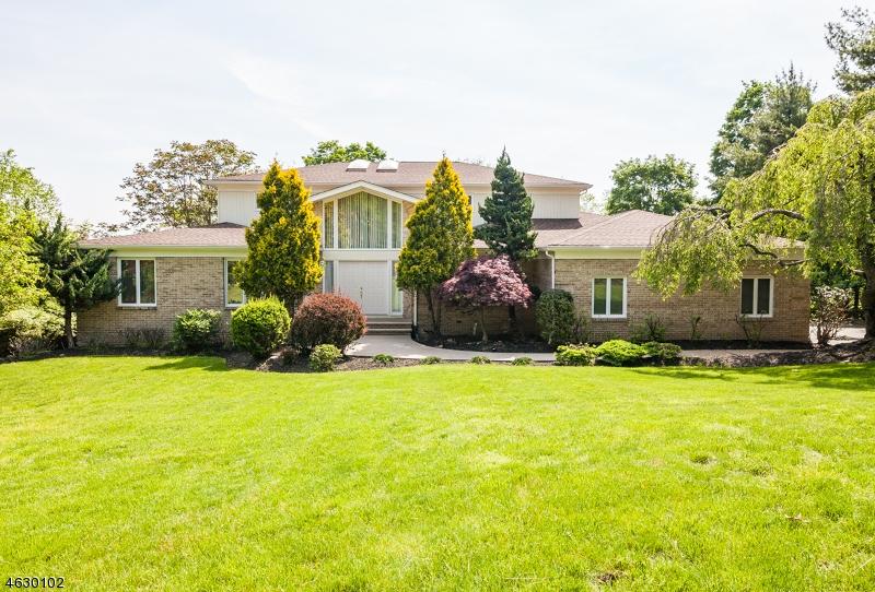 Частный односемейный дом для того Продажа на 159 Eileen Drive Cedar Grove, 07009 Соединенные Штаты