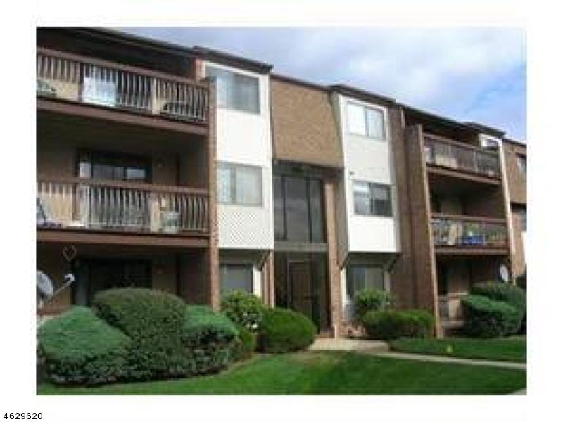 Частный односемейный дом для того Продажа на 221 EDISON GLEN TER Edison, Нью-Джерси 08837 Соединенные Штаты