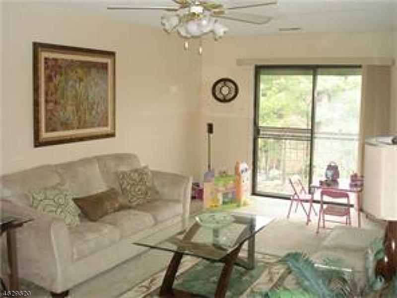 Additional photo for property listing at 221 EDISON GLEN TER  Edison, Нью-Джерси 08837 Соединенные Штаты