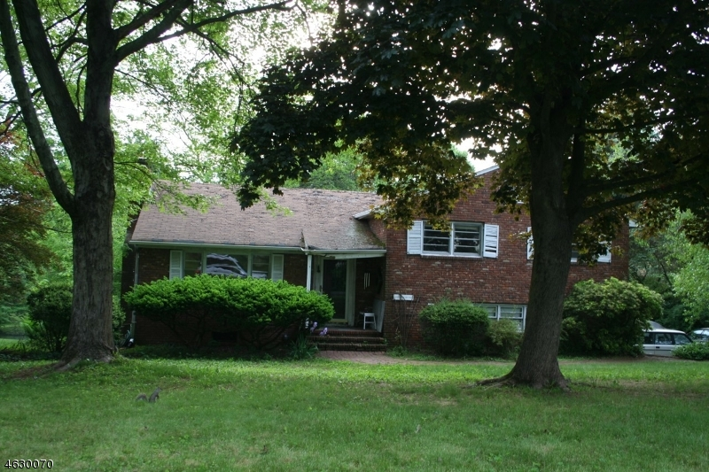 Single Family Home for Sale at 22 Crest Drive Basking Ridge, New Jersey 07920 United States