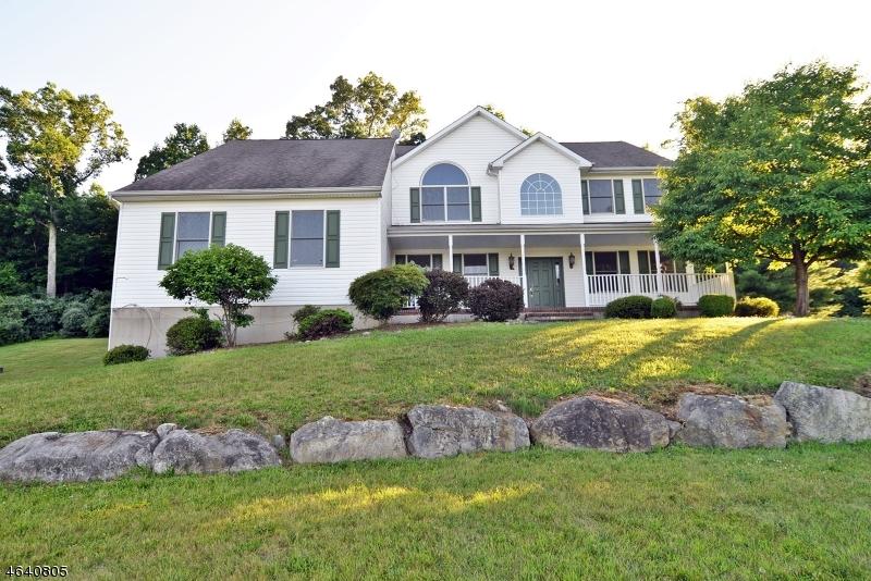 Casa Unifamiliar por un Venta en 7 Cornerstone Drive Hackettstown, Nueva Jersey 07840 Estados Unidos