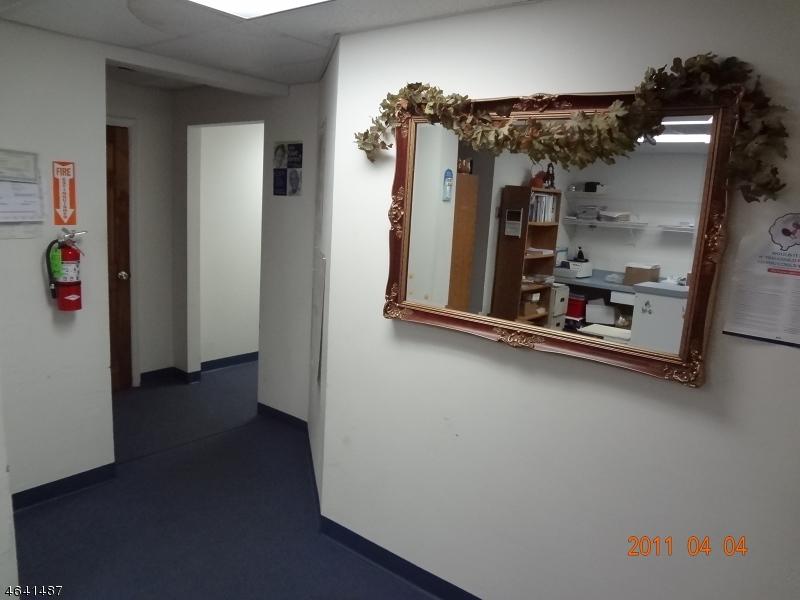 Additional photo for property listing at 14 Oak Ridge Road  Oak Ridge, New Jersey 07438 États-Unis