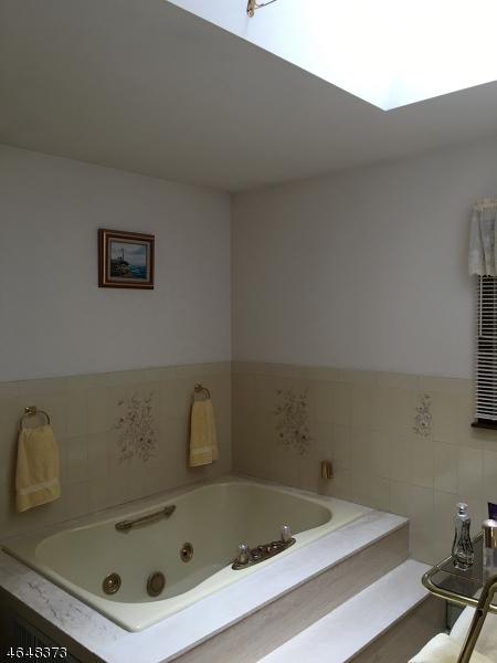 Additional photo for property listing at 9 Chapel Court  Towaco, Нью-Джерси 07082 Соединенные Штаты