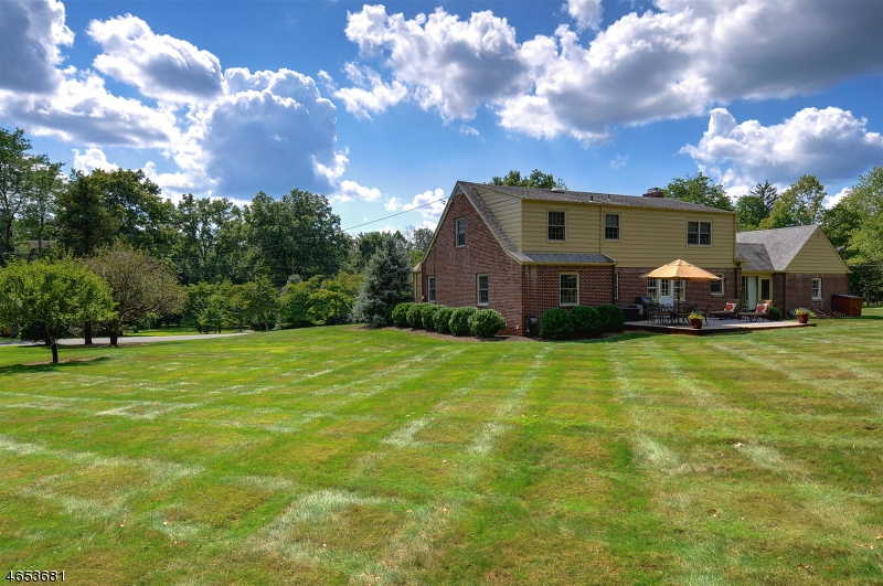Additional photo for property listing at 1823 Middle Road  Martinsville, New Jersey 08836 États-Unis