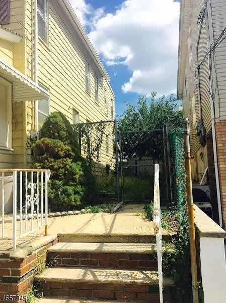 Additional photo for property listing at 27 Morrell Street  Elizabeth, New Jersey 07201 États-Unis