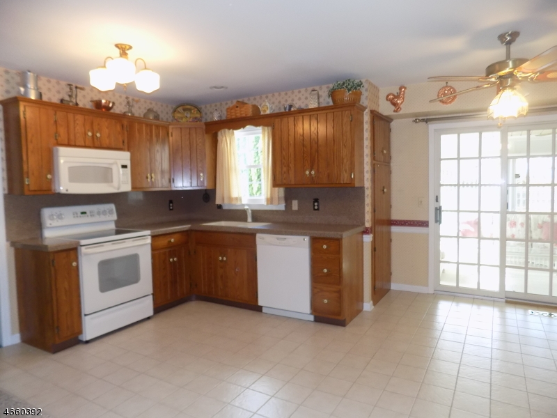 Additional photo for property listing at 9 Tamarack Path  Easton, Пенсильвания 18045 Соединенные Штаты