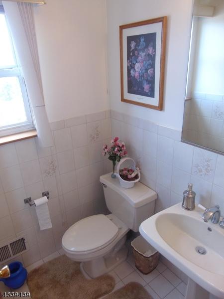 Additional photo for property listing at 24 Brownstone Ter  Hawthorne, Нью-Джерси 07506 Соединенные Штаты